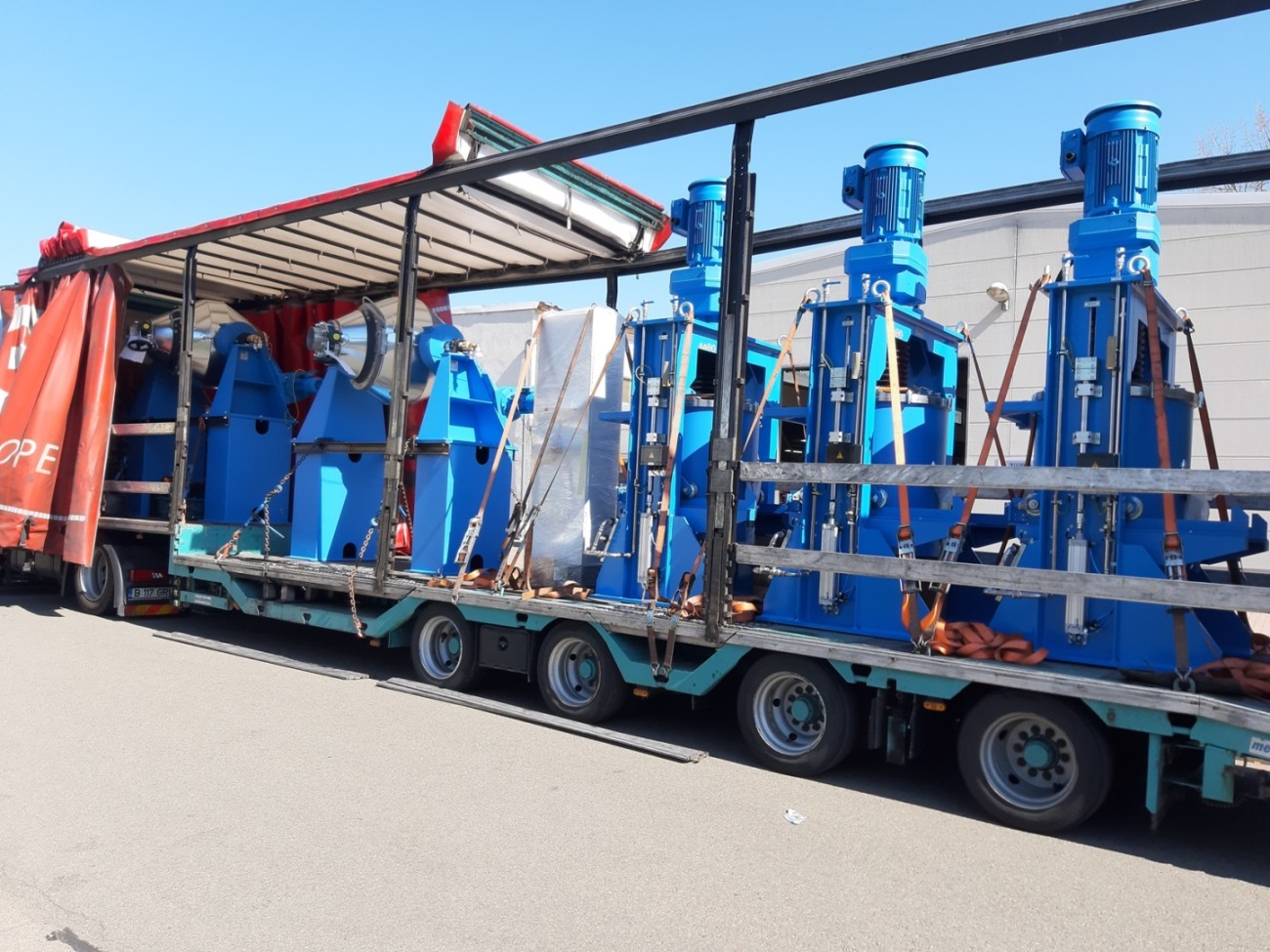 Attritor and Double-cone vacuum dryer loaded on truck